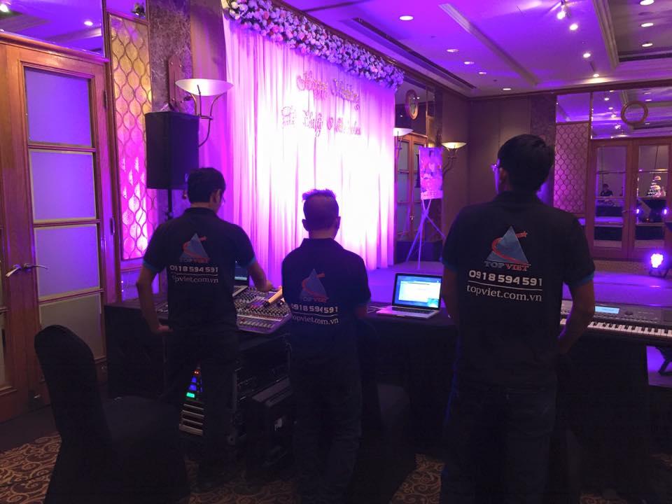 Nhân viên âm thanh ánh sáng dày dặn kinh nghiệm và chuyên nghiệp
